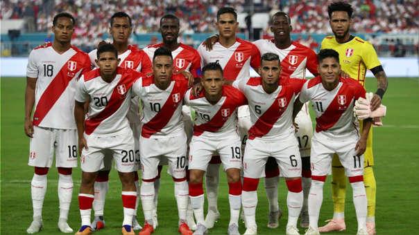 Jugadores de la selección de Perú entrenan con 'magia'