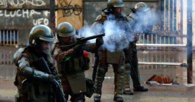 Piñera condena 'abusos' de la policía